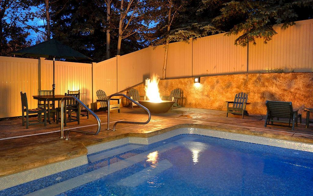 The Christie Lodge Inviting Hotel Amp Vacation Rentals In